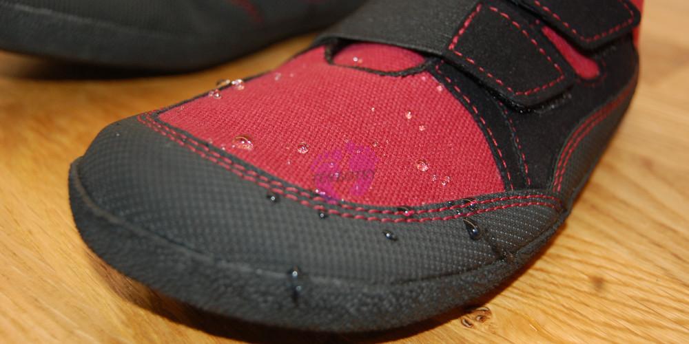 Sole Runner Puck Red/Black voděodpudivost materiálu
